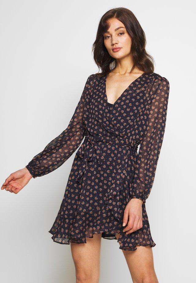 WRAP DRESS WITH DITSY FLORAL PRINT - Vestido informal - black