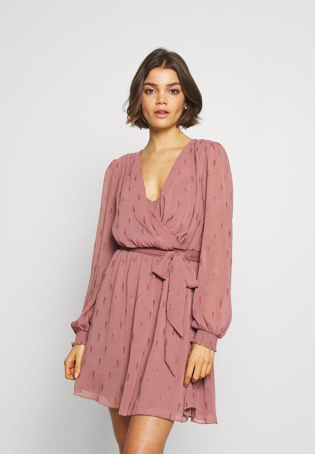 DRESS - Korte jurk - dusty rose
