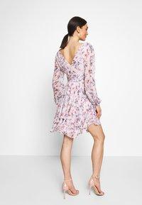 Forever New - TAYLOR SPLIT SLEEVE SKATER DRESS - Vestido informal - light pink - 2