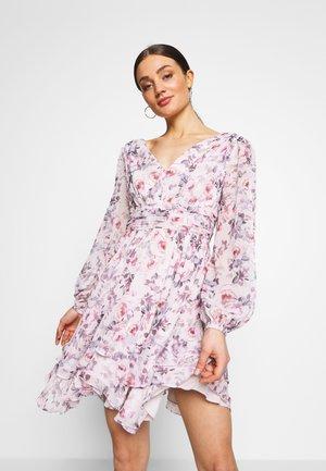 TAYLOR SPLIT SLEEVE SKATER DRESS - Vestido informal - light pink