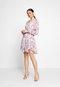 Forever New - TAYLOR SPLIT SLEEVE SKATER DRESS - Vestido informal - light pink - 1