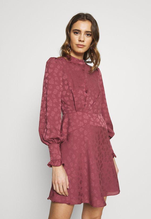 Korte jurk - deep rose