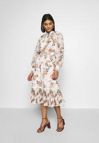 Forever New - PLEAT PANEL DAY DRESS - Vestido informal - multi-coloured - 0