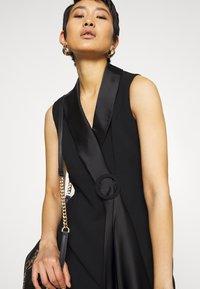 Forever New - DRAPE TUXEDO DRESS - Etuikjole - black - 3
