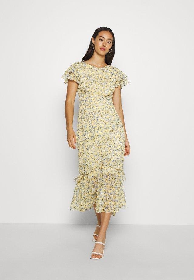 JOSEPHINE FLUTTER SLEEVE DRESS - Denní šaty - yellow