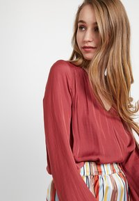 Forever New - ROXANNE WRAP - Bluser - pink canyon - 3