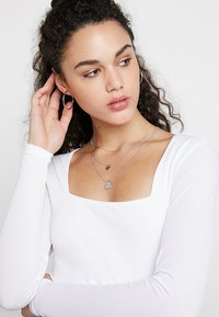 Forever New - KAILEE SQUARE NECK CROP - Pitkähihainen paita - porcelain - 3