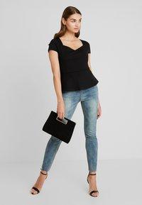 Forever New - SWEETHEART PONTE - T-shirts med print - black - 1