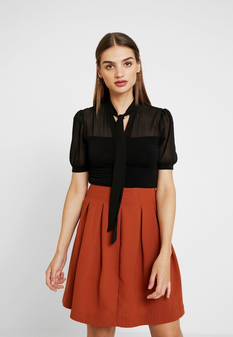 Forever New - BRONTE ROLL NECK - T-Shirt print - black