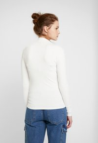 Forever New - BRANDI HIGH NECK LONG SLEEVE - Pitkähihainen paita - porcelain - 2