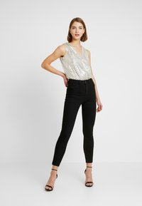 Forever New - SEQUIN WRAP BODYSUIT - Topper - champagne - 1