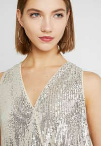 Forever New - SEQUIN WRAP BODYSUIT - Topper - champagne - 3