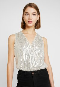 Forever New - SEQUIN WRAP BODYSUIT - Topper - champagne - 0
