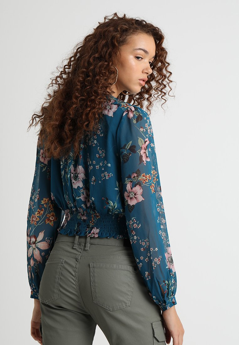 Forever New - DEMI DROP BALLOON SLEEVE CROP - Bluser - orchid garden