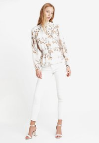 Forever New - JAYDE OPEN PLACKET BLOUSE - Blusa - pink - 1