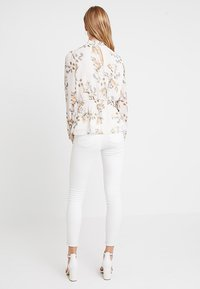 Forever New - JAYDE OPEN PLACKET BLOUSE - Blusa - pink - 2