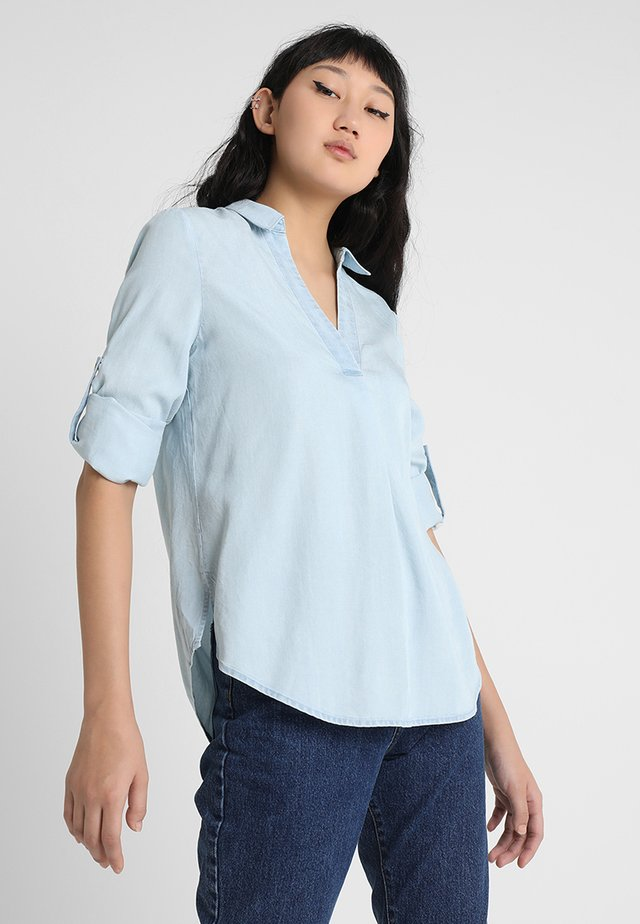 KIKI TUCK PLACKET ROLL SLEEVE  - Bluse - light wash
