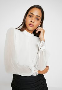 Forever New - CHRISTINE HIGH NECK GATHERED BLOUSE - Blusa - porcelain