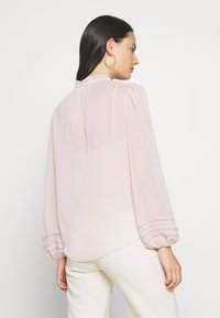 Forever New - CORNELIA CURVED YOKE BLOUSE - Blouse - blush - 2