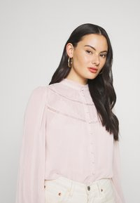 Forever New - CORNELIA CURVED YOKE BLOUSE - Blouse - blush - 3