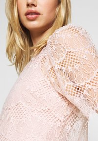 Forever New - ALICIA PUFF SLEEVE - Bluser - blush - 5