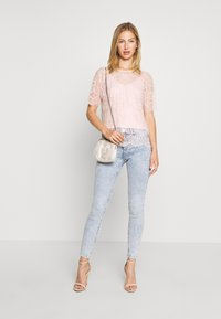 Forever New - ALICIA PUFF SLEEVE - Bluser - blush - 1