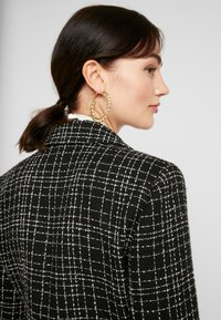 Forever New - LAUREN BOUCLE - Abrigo corto - black - 5