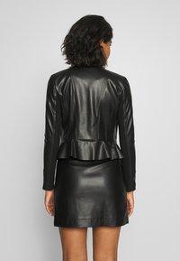 Forever New - LISA PEPLUM BIKER - Chaqueta de cuero sintético - black - 2