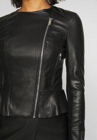Forever New - LISA PEPLUM BIKER - Chaqueta de cuero sintético - black - 5