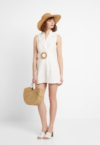Forever New - BELTED PLAYSUIT - Haalari - porcelain - 2
