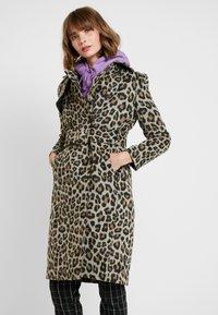 Forever New - LINDA LEOPARD - Classic coat - brown - 0
