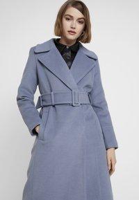 Forever New - BELLA WRAP COAT - Frakker / klassisk frakker - denim bluie - 3