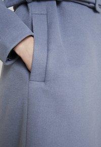 Forever New - BELLA WRAP COAT - Frakker / klassisk frakker - denim bluie - 5