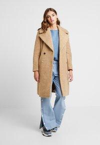Forever New - CARA LONG LINE BORG - Classic coat - caramel - 1
