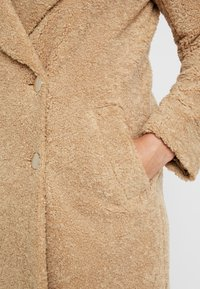 Forever New - CARA LONG LINE BORG - Classic coat - caramel - 5