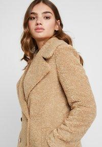 Forever New - CARA LONG LINE BORG - Classic coat - caramel - 3