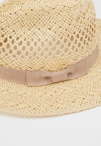 Forever New - CARA CUT OUT FEDORA HAT - Klobouk - natural/taupe - 5