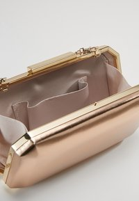 Forever New - TARA GEO BOX - Clutch - metallic rose gold - 4