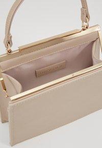 Forever New - KATIE TOP HANDLE FRAME - Handbag - nude - 4