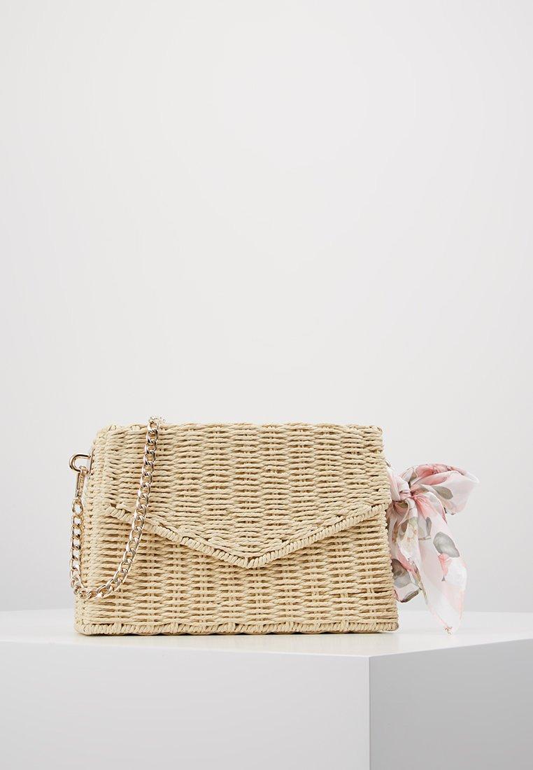 Forever New - SIENNA BOX BAG - Skuldertasker - natural