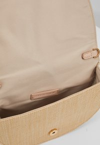 Forever New - Borsa a tracolla - beige - 4