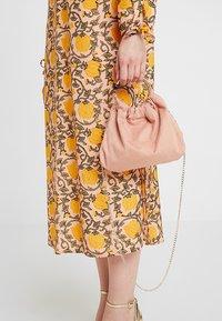 Forever New - Handbag - blush - 2