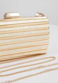 Forever New - MACY PANEL HARDCASE - Clutch - gold - 6