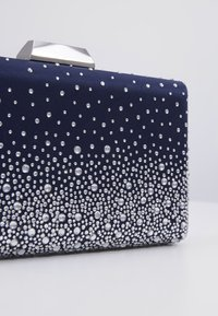 Forever New - RYLIE GRADIENT HEATFIX - Clutch - navy - 5