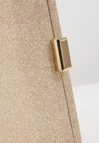 Forever New - KARA GEO CLUTCH - Clutch - soft gold - 5