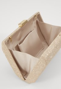 Forever New - KARA GEO CLUTCH - Clutch - soft gold - 3
