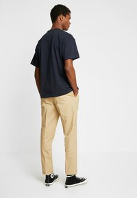 FoR - HARTLEY TAPERED FIT  - Chinos - stone - 2