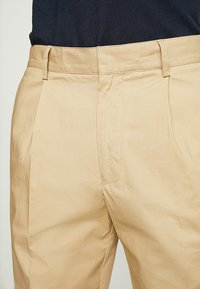 FoR - HARTLEY TAPERED FIT  - Chinos - stone - 3