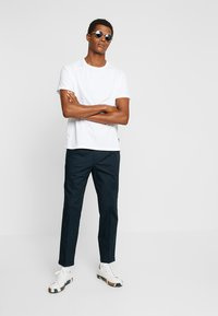 FoR - HARTLEY TAPERED FIT  - Chinos - navy - 1