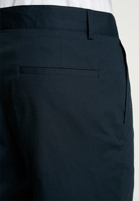FoR - HARTLEY TAPERED FIT  - Chinos - navy - 5